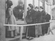 Women_voting,_Seattle,_1911