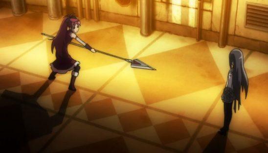 Kyoko threatening Homura with her spear.