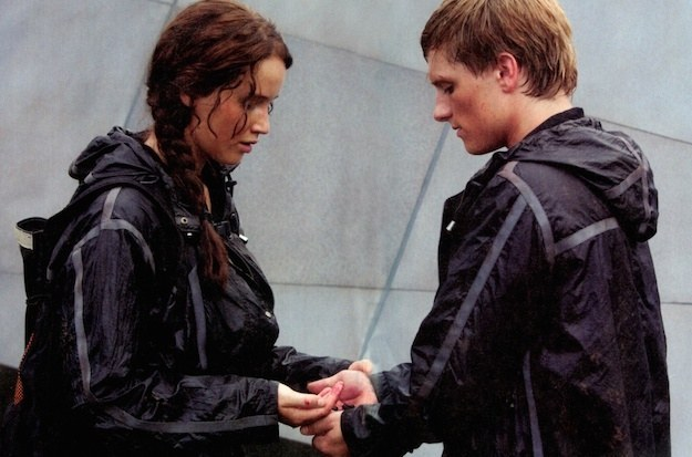 Katniss and Peta contemplate eating poisonous berries