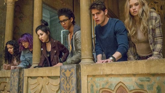 The kids in Runaways looking down of a balcony.