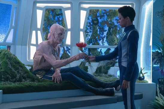 Burnham handing Saru a flower from Star Trek Discovery