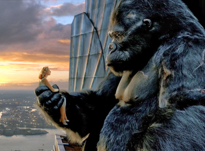 Kong holding Ann from the 2005 film.